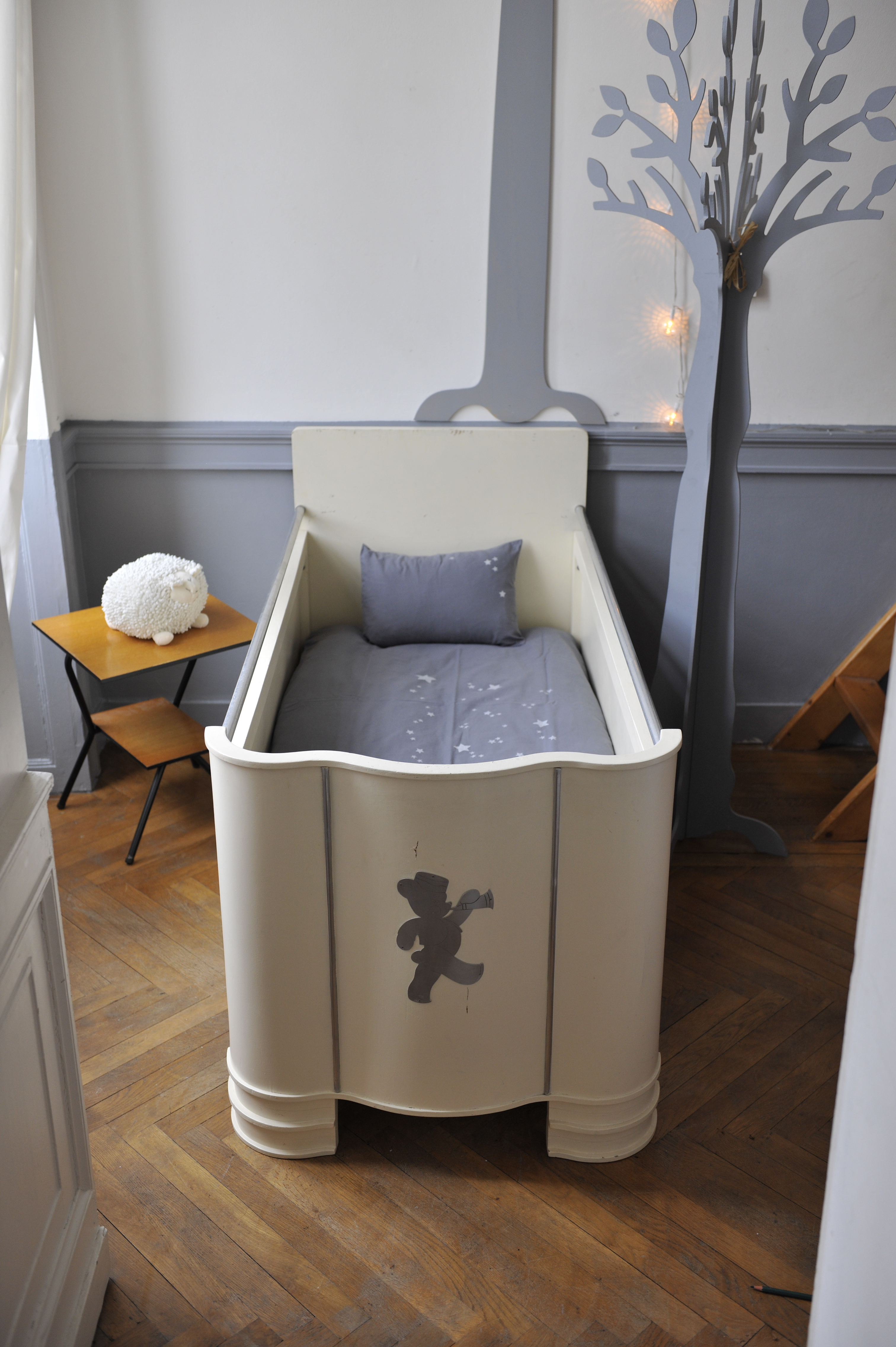 lit b b ourson ann e 40 2 l 39 atelier de niguedouille. Black Bedroom Furniture Sets. Home Design Ideas