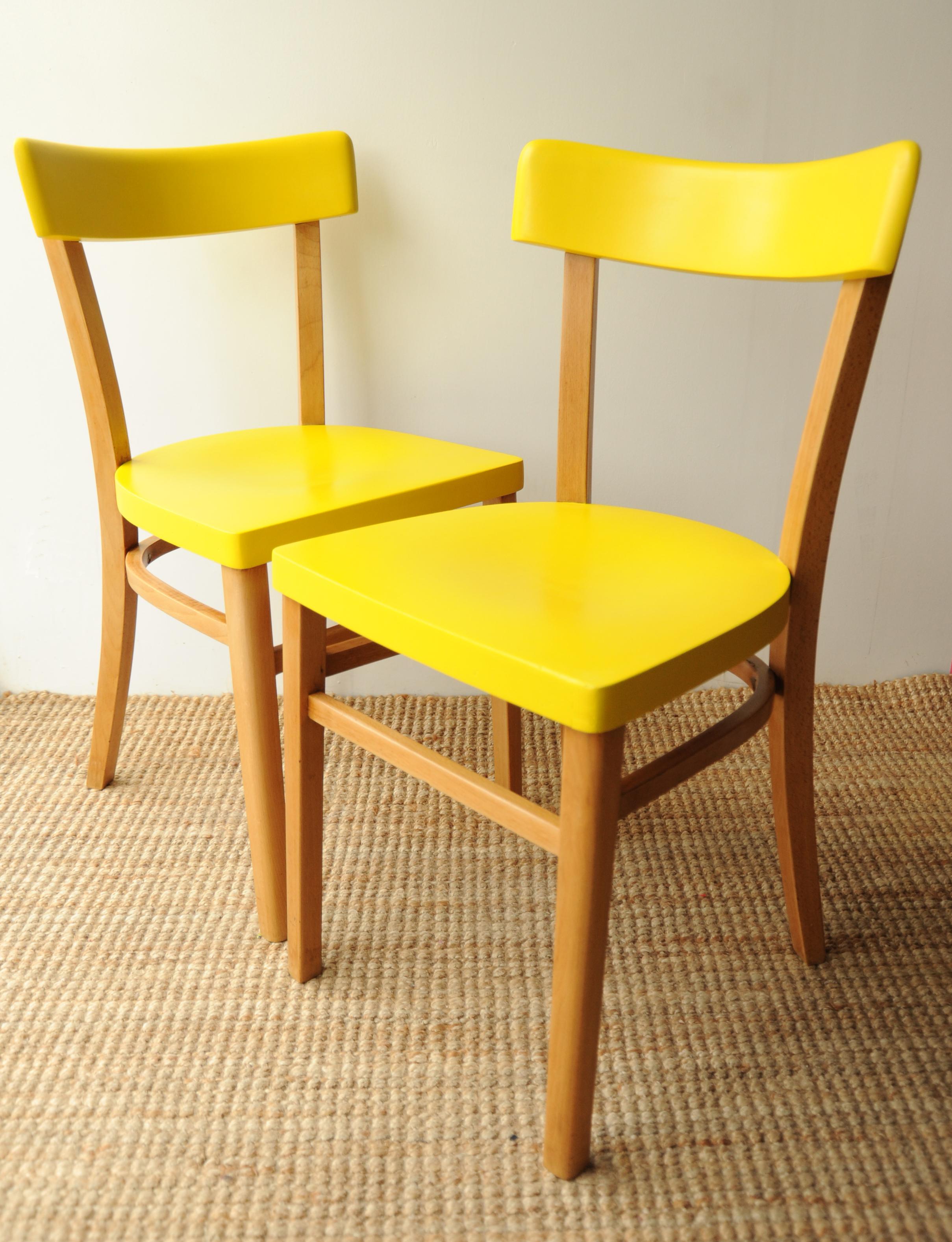 Chaises jaune ambiance l 39 atelier de niguedouille - Peinture chaise bois ...